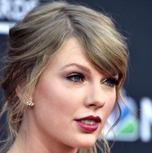 Taylor Swift wore Hueb morganite earrings