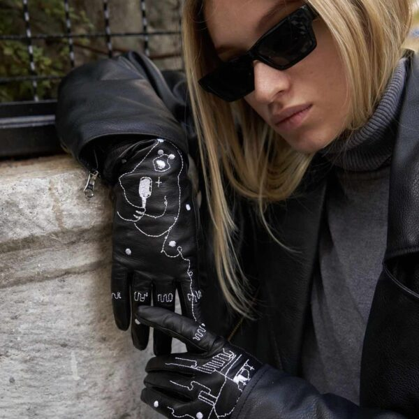 Black gloves spring 2021