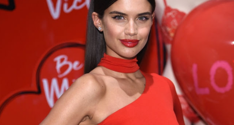 Red Carpet, Victoria's Secret Valentine Event, Diamonds Rocked on Sara Sampaio