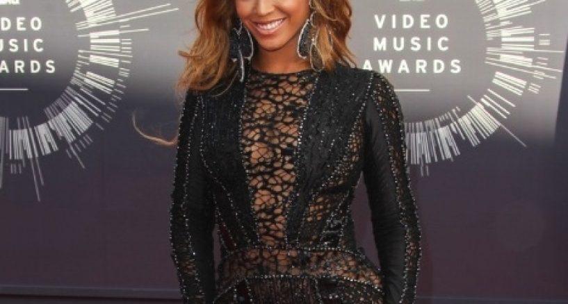 Beyonce wears Nicolas Jebran at the MTV VMA's