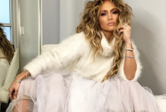 Jennifer Lopez Rocks A Djula Diamond Ring