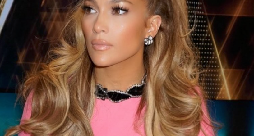 Jennifer Lopez, DVANI diamond flower earrings are hot!