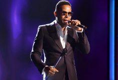 Maxwell, Grammy Award Winner Rocks Fab Cufflinks From Kimberly McDonald