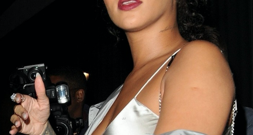 Rihanna Wears Anabela Chan Earrings – A Red Carpet Moment